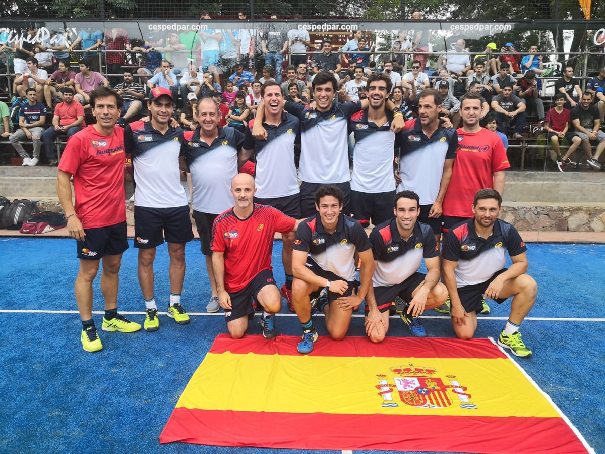España en busca del título de Campeones del Mundo de pádel por selecciones. El granadino Javi Ruiz en semifinales del Open Parejas.